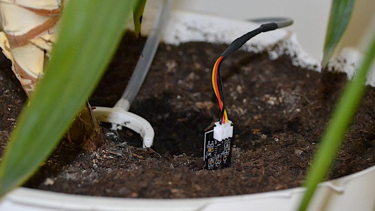 Sensor und Wassergeber zu einem Bewässerungssystem