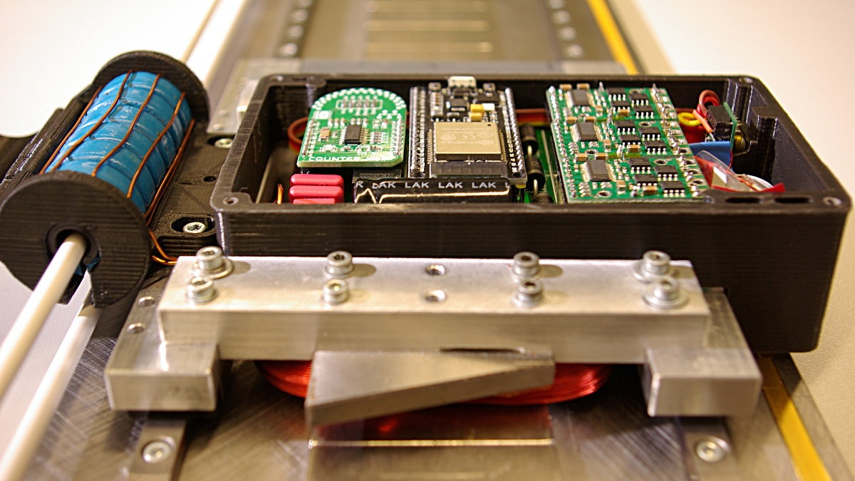 Linearantrieb mit induktiver Energieübertragung